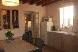 Keuken La Chouette vakantiehuis Morvan Bourgogne Les champs de Fleury